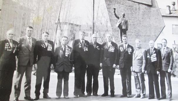 Ветераны совхоза «Братский». Иван Федолрович – четвертый справа