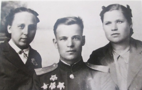 Иван Федорович с сестрами