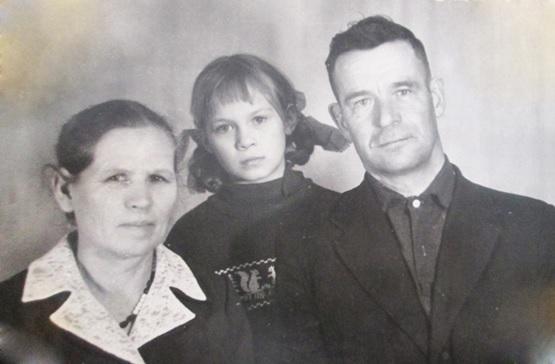 С женой Надеждой и дочерью Ириной
