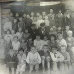 Школьники с учителями в пос.Николаевский завод перед войной