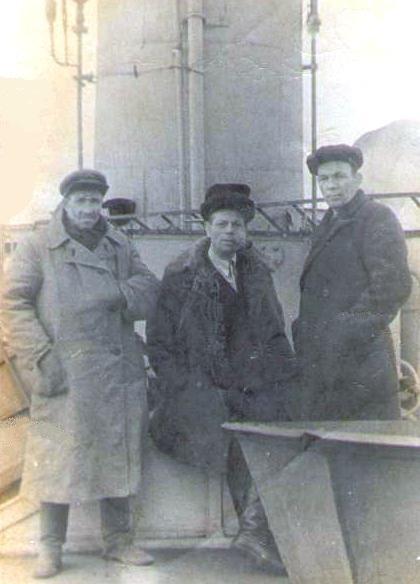 2. В центре Исаков Яков Осипович (Иосифович), председатель Братскрыбкоопа в годы войны.